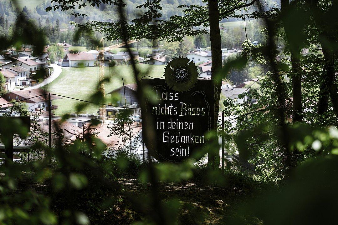"""Aussichtspunkt """"Wildschütz"""" in Niederndorf – Ort der Liebe mit Ausblick"""