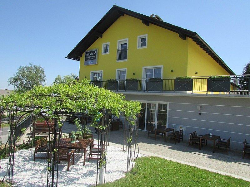 Ewitsch13 Hotel - Cafe - Bar am Platschberg (W050)